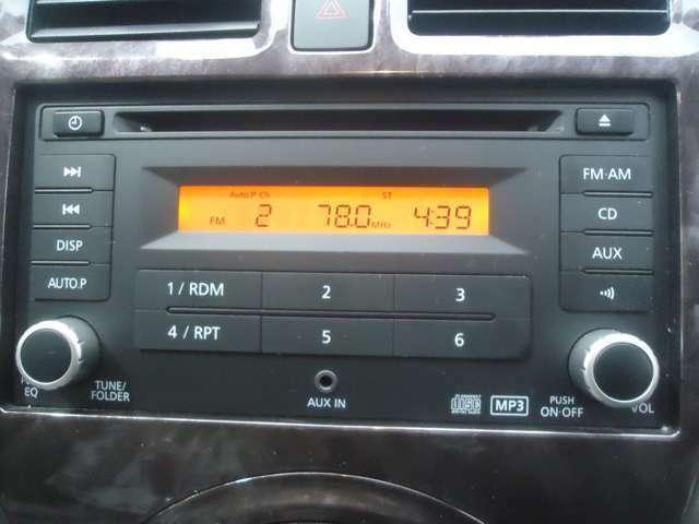 純正CDコンポが装着されています。お気に入りの音楽も納車の日からOKです。