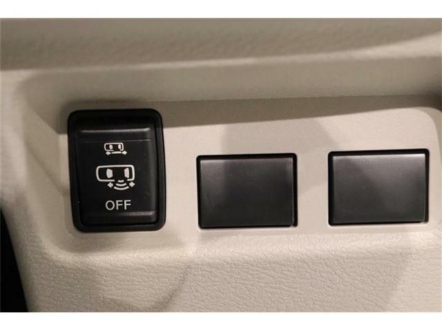 電動パワースライドドアがついております。ご年配の方や小さいお子さんの乗り降りも楽々ですね。万が一ドアに手を挟んでしまっても、挟み込み防止機構が付いていて安心です!