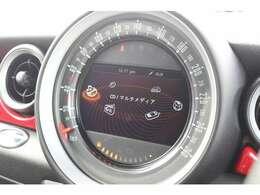 ヴィジュアルブースト装備。モニターで車両情報の確認をしていただけます。