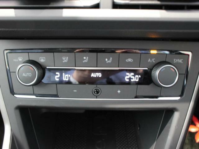 運転席、助手席を個別に温度管理できる2ゾーンフルオートエアコン装備!!