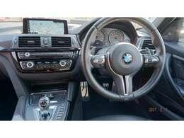 運転席メインになります。ハンドル回りなどをご覧ください!!