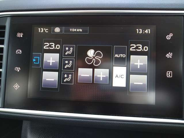 エアコンの設定もモニターでの設定になります。