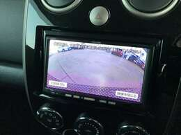 駐車時も安心バックカメラ付き。