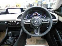 走行中の視線移動を少なくしたレイアウト。 安心して運転に集中できるマツダ独自の運転環境。