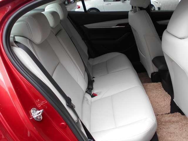 快適性とサポート性を両立したシートです。しっかりと体幹を支え、このフィット感がお車との一体感が生まれます。