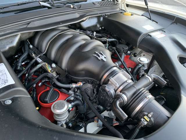 マセラティV型8気筒DOHCエンジン!走りの405馬力(カタログ値)!フェラーリF430エンジンヘッドを利用したエンジンです!イイ音を出すエンジンです!