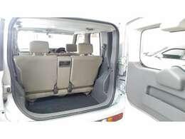 トランクです。荷物も積むことができます。ハッチが手前に開くので、天井が低いところでも可能です。