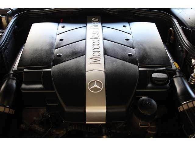 エンジンはV6-3.2Lです。エンジンルームも綺麗な状態です。お問い合わせは全国フリーダイヤル0066-9711-094846までお気軽にお問い合わせください。