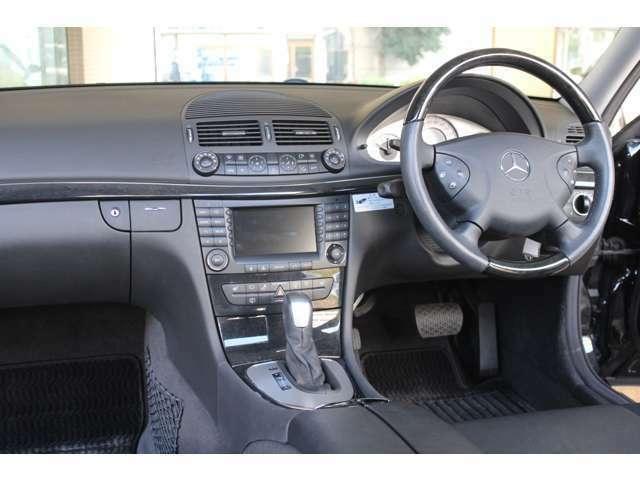 内装は新車時メーカーオプションのブラックレザーシート、シートヒーター、バーズアイブラックウッドステア付です。禁煙車です。お問合わせは全国フリーダイヤル0066-9711-094846までお気軽にお問い合わせください