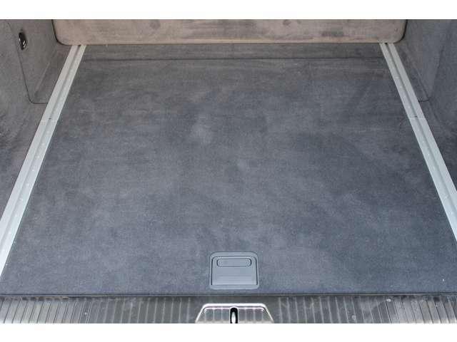 トランク内は(カーゴルーム)は使用感等少なくとても綺麗な状態です。新車時メーカーオプションのEASY-PACKフィックスキット付です。詳しくは弊社ホームページをご覧下さいhttp://www.sunshine-m.co.jp