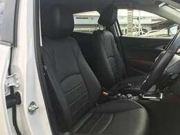 高級感のあるブラックのフロントシートは座り心地だけで無く、座った時の人の姿勢にも気を付けており、リラックスが出来る姿勢によって、ハンドル、ペダル操作を、より素早く行える様になります。