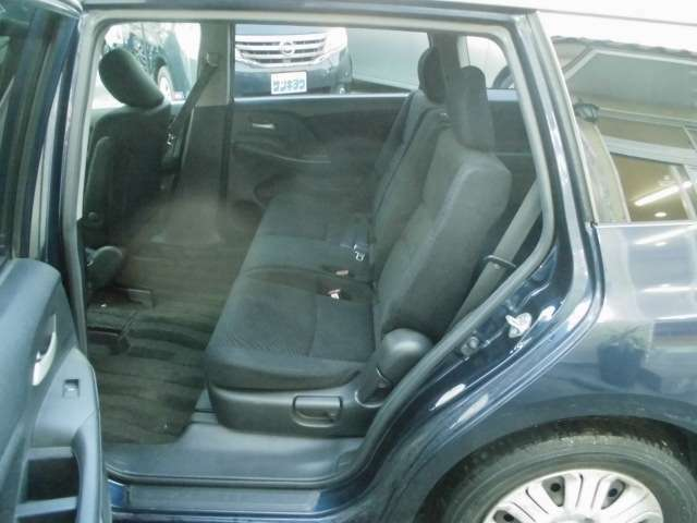 【セカンドシート】セカンドシートは広々ですね♪長距離ドライブでも安心!お問い合わせは0120-07-1190まで!