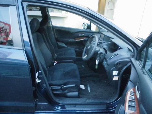 【広い運転席】広々運転席!毎日の運転も楽しくなっちゃいますね♪お問い合わせはフリーダイヤル0120-07-1190まで!