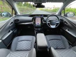 車内は黒を基調とした高級感ある空間!11・6インチのでかナビ/地デジTVにバックカメラ・2.0ETC付で便利な車内!他にも高額オプション!トヨタセーフティセンスP付きなので、運転不慣れな方でも安心です
