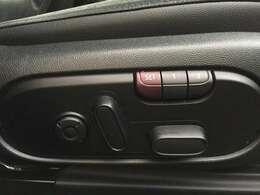 【パワーシート】メモリー付きパワーシートを装備☆ お客様の体格に合わせたポジションを設定しておくと、ボタンひとつで設定されたポジションに戻ります♪