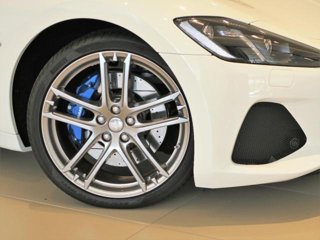 GranCabrio Sportの幌は時速30km以下まで開閉可能で、オープンカーならではの解放感、フェラーリ製の大排気量、自然吸気エンジンでしか生み出せないサウンド、そのすべてを感じて頂けます。