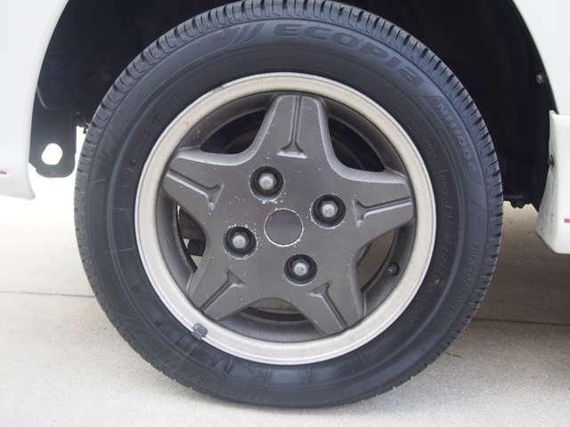 純正アルミホイール・タイヤの残量は8割程度です。