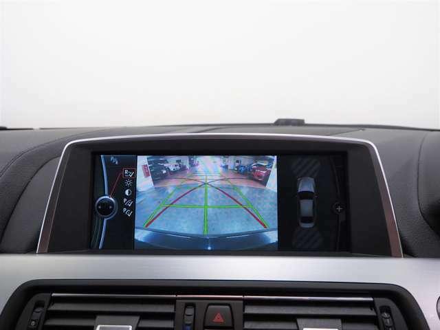 バックカメラが装備されており、安心して駐車することが出来ます。