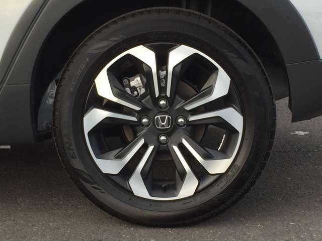 クロスター専用デザインのアルミホイール付!鉄ホイールと違って軽いので燃費にも影響してきます。ガソリンの高騰に対し少しは貢献します!