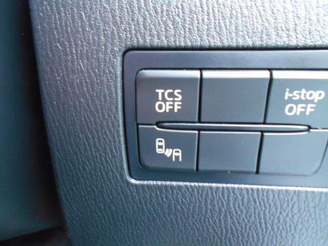 横滑り防止装置♪ 急なハンドル操作時や滑りやすい路面を走行中に車両の横滑りを感知すると、自動的に車両の進行方向を保つように車両を制御します。