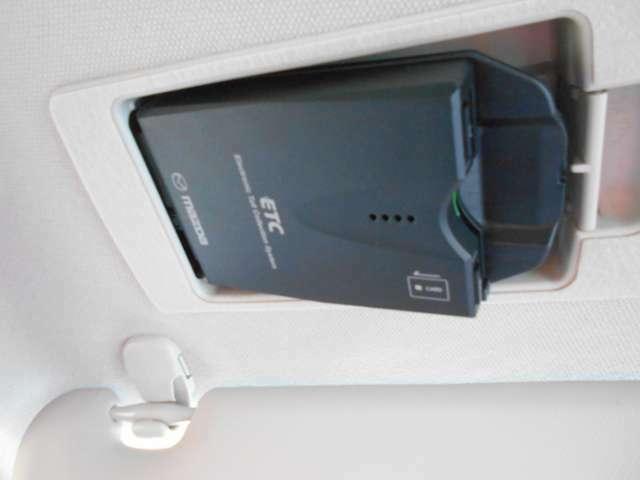 ETC付です。料金所で窓を開けなくてもOKなので、排気ガスも花粉も入ってきませんね。高速道路をノンストップドライビング♪