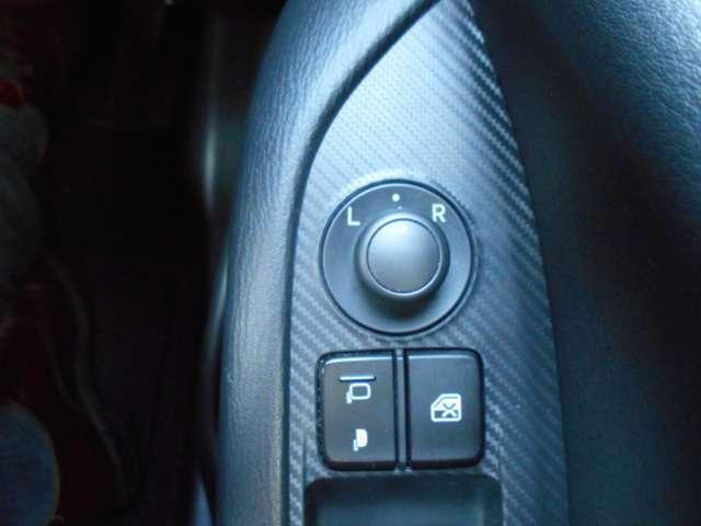 電動格納ミラー付。駐車時にミラーを動かそうと外に出る必要もなく、雨の日も運転席にいながらミラーの操作ができますよ。フリーダイヤル0120-27-1190★