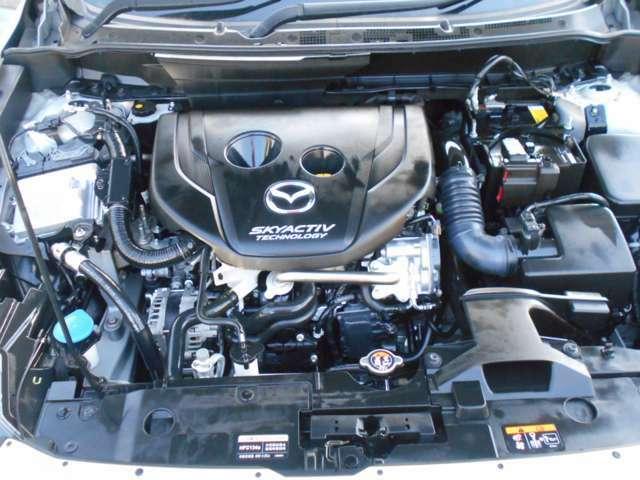 エンジンルームの汚れもキレイにクリーニング済!エンジンルームがキレイですと、不具合等の発見もしやすくコンディションのチェックや維持の面でとってもプラスです。フリーダイヤル0120-27-1190