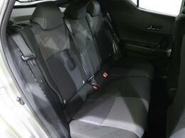 後部座席のシート状態も良好です。