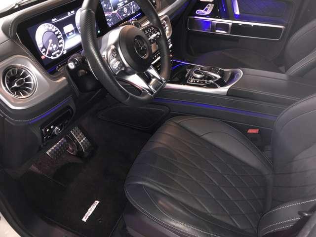 AMGパフォーマンスステアリング装備。AMGレザーエクスクルーシブパッケージ(ブラック・ダイヤモンドステッチナッパレザー)の内装です。