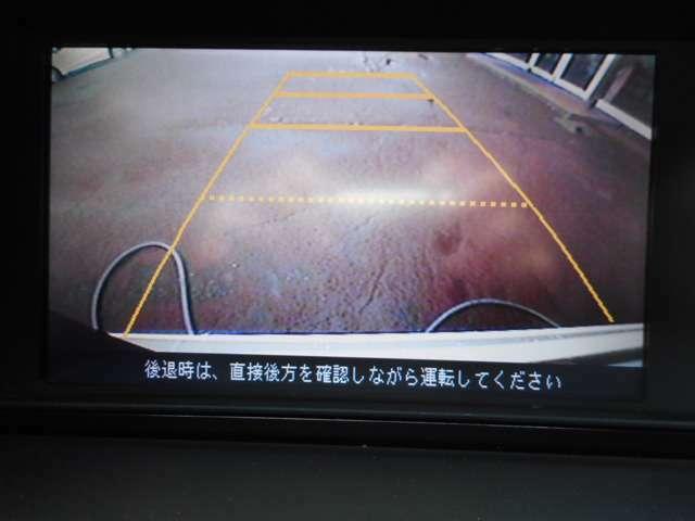 このバックカメラはガイドラインもついており、バックが苦手でも見えないところをしっかり映してくれるので安心安全に駐車ができます。