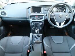 人気のV40T3モメンタムが大分に入庫致しました!外装は白色で内装は黒で統一されており、気品と高級感を演出しております♪ぜひ一度ご覧いただきたいお車です!