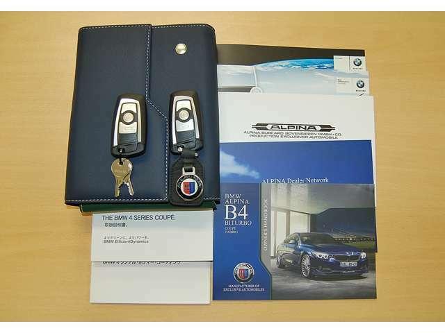 新車保証書・取扱説明書・整備記録簿・スペアキー等完備