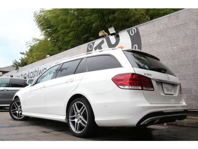 人気のE250 ワゴン アバンギャルド入庫です!外装色にはポーラーホワイトを配色!レーダーセーフティPKGを標準装備!安全支援機能も充実です!!