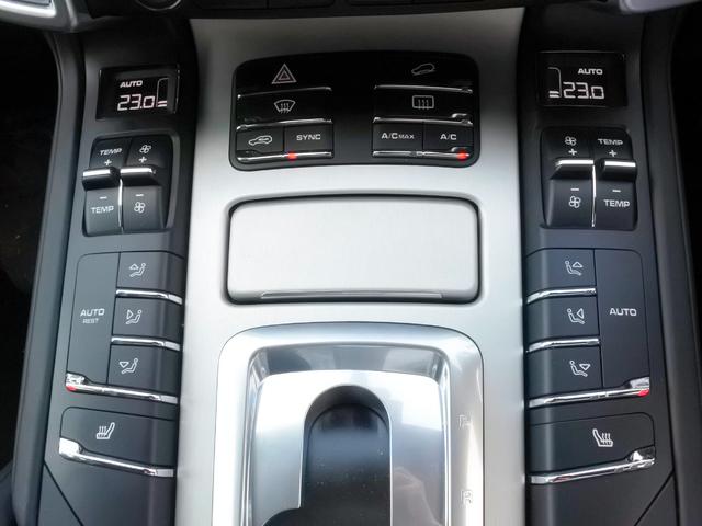 オートエアコン標準装備、エアコン操作は簡単です。シートヒーター装備