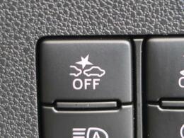 【スマートアシスト】走行中に前方の車両と歩行者を認識。衝突の危険が高いと判断した場合に警報や緊急ブレーキで衝突回避や衝突時の被害を軽減。前後の踏み間違いによる誤発進も抑制します。