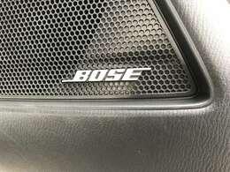 【BOSEサウンドシステム】を搭載しています。室内の反響率やシート生地など、全てを計算。その車種ごとにチューンナップされた専用音響空間です。