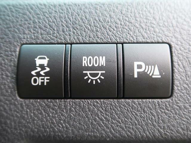 コーナーセンサーが装備されております。障害物が近づくと音で教えてくれます。また、近づけば近づくほど音も変わりより分かりやすくなっております。