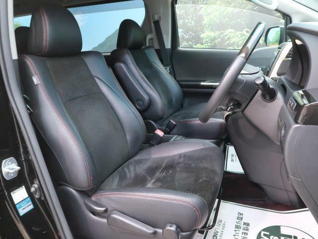 運転席は視点が高いので、ミニバン女性の方も運転がしやすいと思いますよ☆
