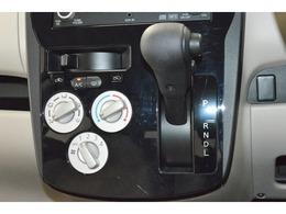 マニュアルエアコンを装備。簡単操作で調整ができます!
