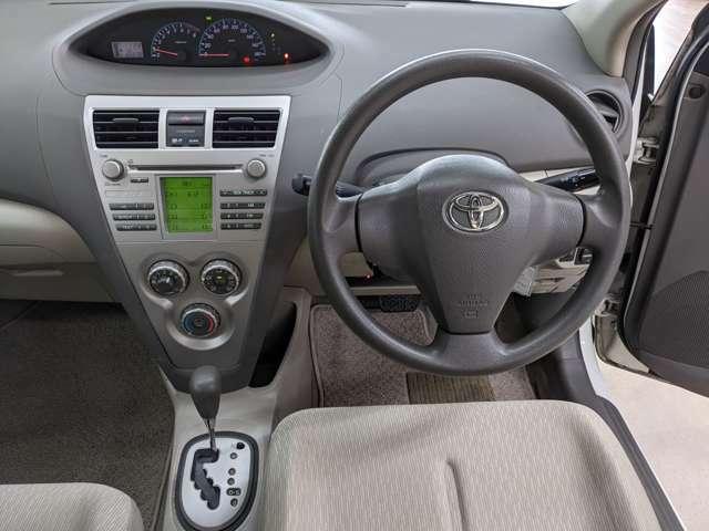 すっきりしたハンドルまわり!!運転席周りの操作がしやすい作りになってますね!!