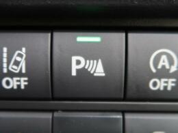 【リアパーキングセンサー】センサーで後方の障害物との距離を測り、ブザー音で障害物への接近をお知らせするセンサーを搭載。