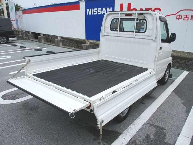 広々とした荷台スペース!タップリ荷物が積め仕事やプライベートでも大活躍!!荷物の載せ降ろしが便利な3方開き!後以外に横側のあおりも開くので、前の方の荷物は横から積み降ろしできて便利ですよ♪