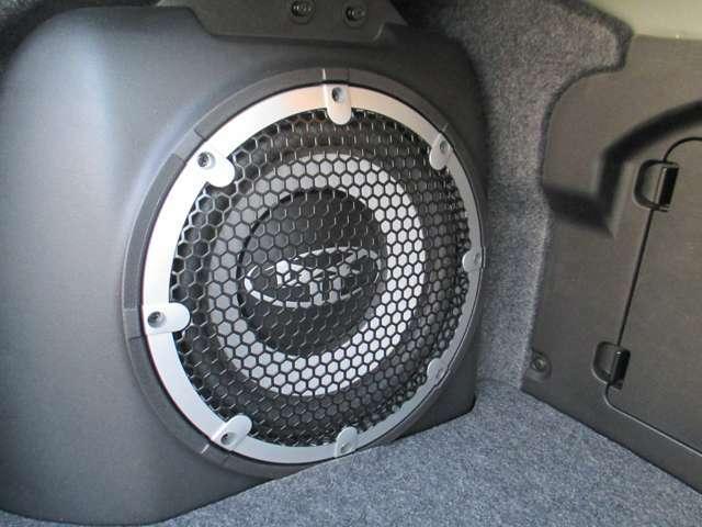ロックフォ-ドサウンドシステム。重低音から高音まで素晴らしい音質でダイナミックな音楽をお楽しみいただけます。