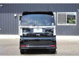 単板窓ガラス採用車として世界で初めて、紫外線(UV)を約99%カットし、ジリジリした暑さを生む赤外線(IR)を軽減するガラスをすべての窓に採用した「360°スーパーUV・IRカットパッケージ」を標準装備。