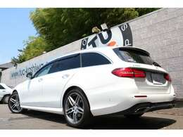 人気のE250 ワゴン アバンギャルド スポーツ 入庫です!外装色にはポーラーホワイトを配色!レーダーセーフティPKGを標準装備!安全支援機能も充実です!!