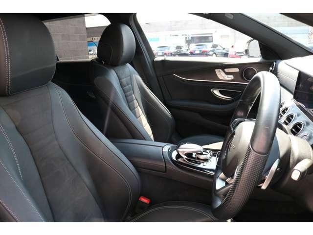 綺麗な状態を保持したブラックハーフレザーシート!前席にはシートヒーター、メモリー機能付きパワーシート&ランバーサポートが採用されており、快適なドライブをお楽しみ頂けます。