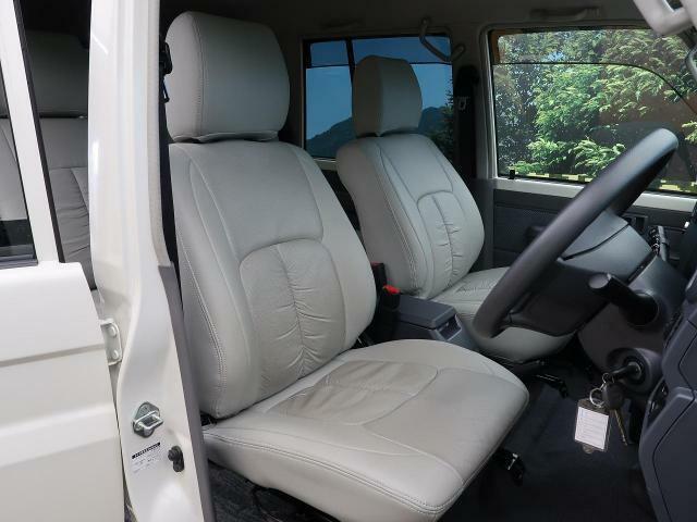 ☆車内の状態も良く、シートのへたりやキズはほとんどありません!抗菌・消臭に最適な【光触媒ルームコーティング】の施工もオススメです☆
