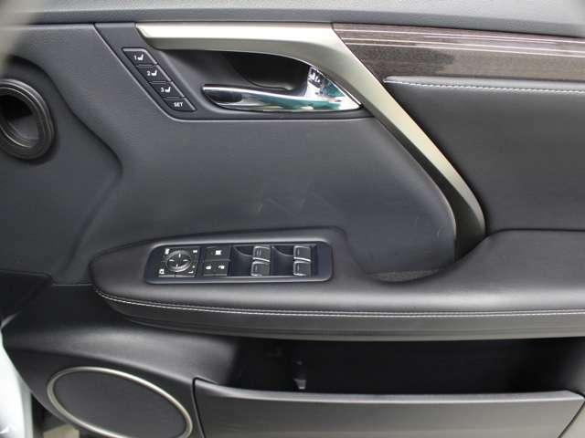 運転席側ドアトリムの画像です