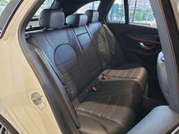 全席が主役となっておりますので、後部座席も快適な乗り心地です。是非、一度実際に乗っていただき、お確かめ下さいませ。
