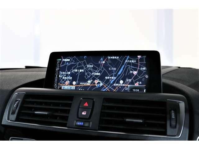 安全面では、カメラにより前方の監視を行い安全なドライビングに貢献する「ドライビング・アシスト」を標準装備